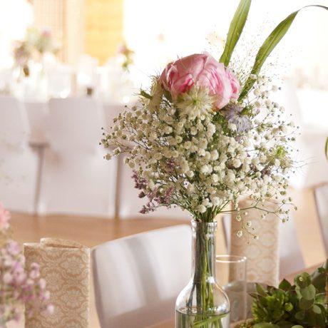 Blumenarrangement für Hochzeit